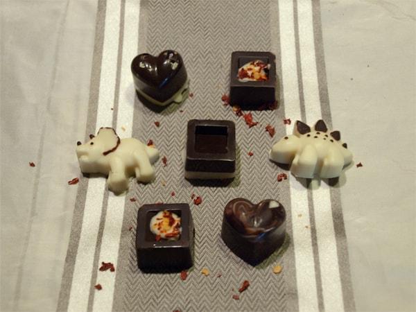 Easy Homemade Christmas Chocolates #stepbystep #recipe masalaherb.com