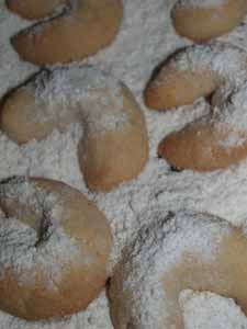 Vanillekipferl - Christmas crescent shaped Vanilla shortcrust cookies #stepbystep #recipe masalaherb.com