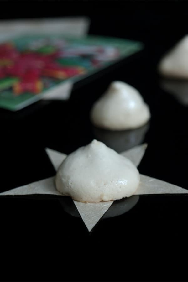 Easy Christmas Meringue Cookies  #stepbystep #recipe masalaherb.com