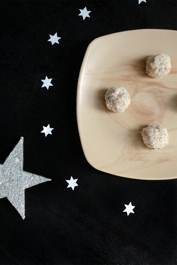 Kokosbusserl - Middle European Coconut Macarons  #stepbystep #recipe masalaherb.com