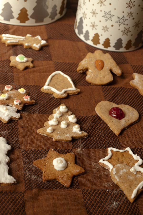 Lebkuchen Christmas Cookies - an Austrian German Gingerbread type #stepbystep #recipe masalaherb.com