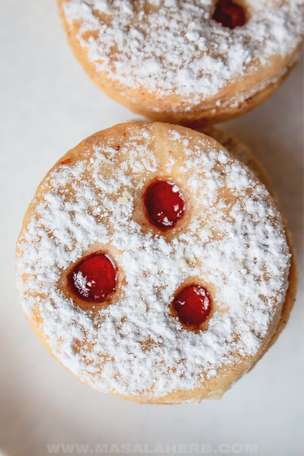 linzer cookies with currant jelly