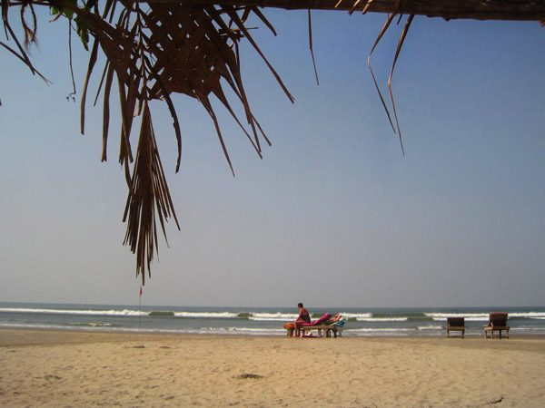 North Goa Beaches List & Guide - Which are the best beaches in Goa for you? Find out about the top beaches to visit. including goa beach map, go abeach photos, family beaches, party beaches www.MasalaHerb.com