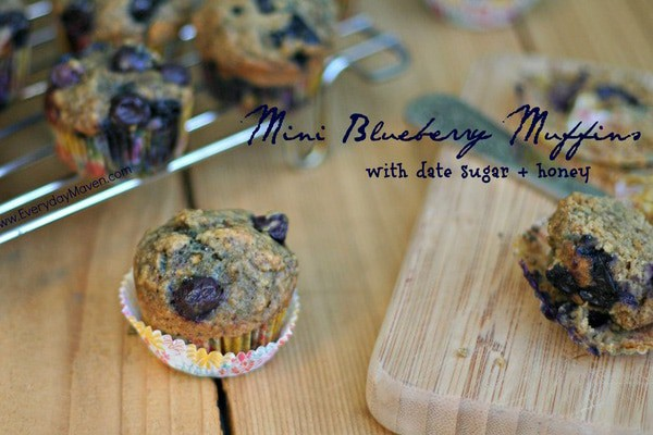 Mini-Blueberry-Muffins-with-date-crumbles