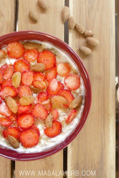 Life-changing Bircher Muesli - Healthy Overnight oats [Swiss Recipe] with fresh fruits, oats, honey, nut etc. Makes a great after workout breakfast www.MasalaHerb.com #overnightoats #muesli #nutritious #masalaherb