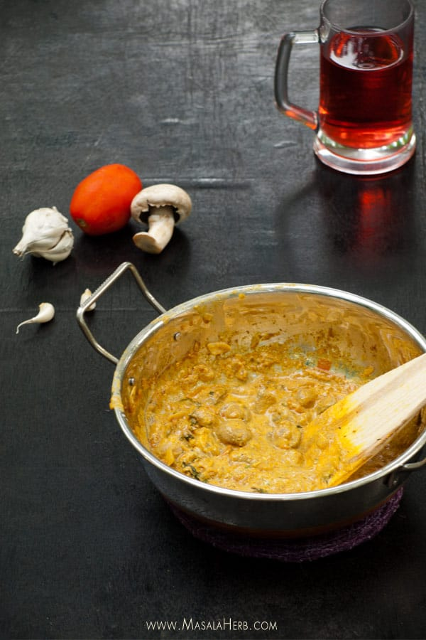 Mushroom Masala Recipe - One Pot Mushroom Curry Spiced Gravy [Nut Free, Gluten Free, Vegetarian] www.masalaherb.com #recipe #Indian www.masalaherb.com #recipe #Indian