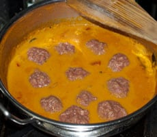 Goan Meatball Curry Recipe - Indian Beef Kofta {Easy and Quick} www.MasalaHerb.com