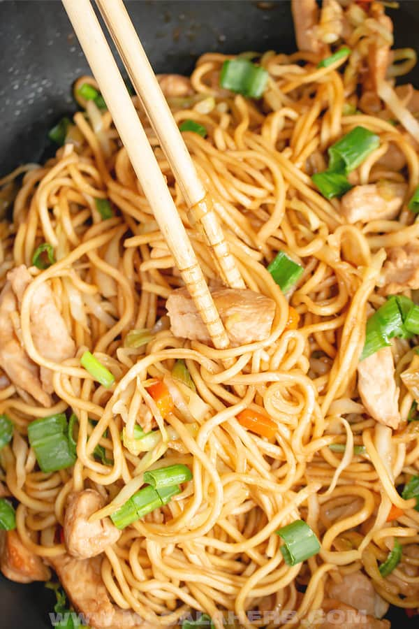 easy Asian noodles with chicken in chop stick