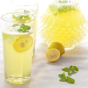 mint lemonade in a glass with lemon slices