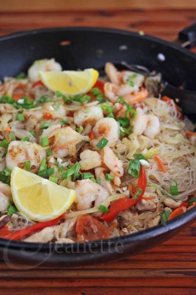 12 fantastic Stir-Fry Asian Noodle Dishes you need to try! Collection at MasalaHerb.com ---Stir Fry Rice and Mung Bean Noodles with Shrimp, Chicken and Vegetables Recipe jeanetteshealthyliving.com