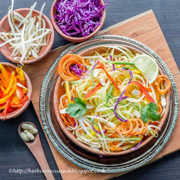 10+ Papaya Recipes that will make you want to have more! - Thai Papaya Salad- Roundup Collection at www.MasalaHerb.com