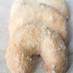 Vanillekipferl – Austrian Vanilla Crescent Cookies Recipe [Egg-less]