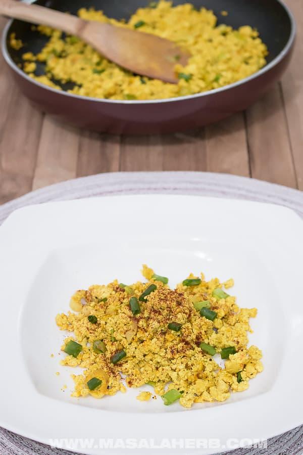 Vegan Scrambled Eggs Recipe - Quick Tofu Scramble [+Video]