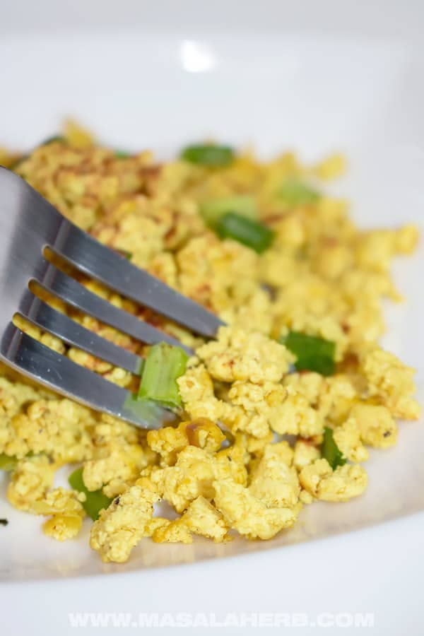 Vegan Scrambled Eggs Recipe - Quick Tofu Scramble [+Video]