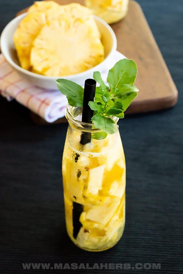 Fresh Pineapple Water [DIY]