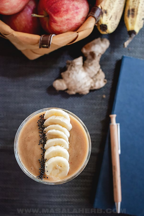 Apple Banana Smoothie with Ginger