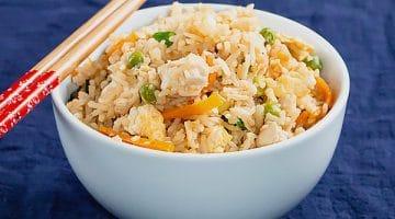 Hibachi Fried Rice Recipe [Copycat] - Make your own tasty hibachi japanese style fried rice. Healthy Pan Asian Rice recipe with video. www.MasalaHerb.com #friedrice #copycat #hibachi