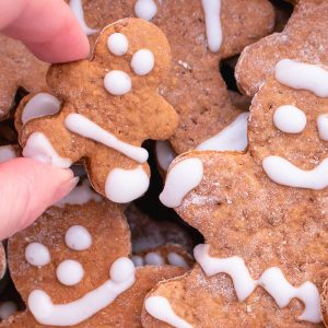decorating gingerbread cookies easily
