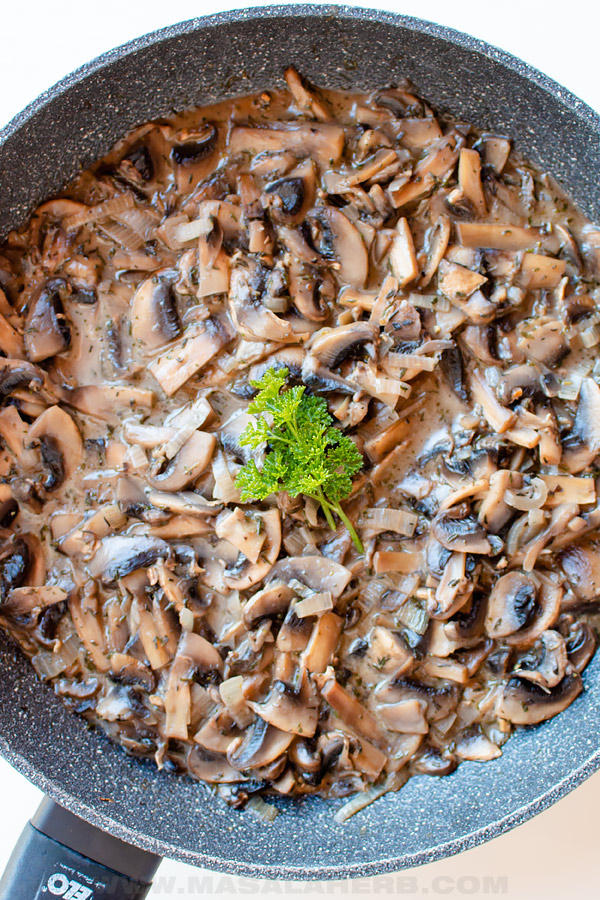 creamy mushrooms in a skillet