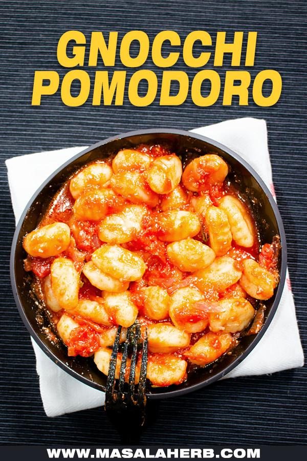 gnocchi pomodoro top down view