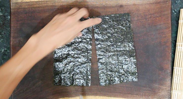 cut nori seaweed into two