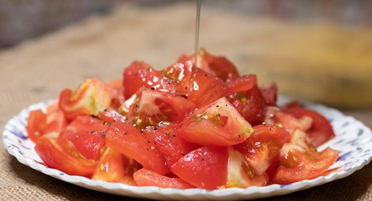 olive oil over tomato salad