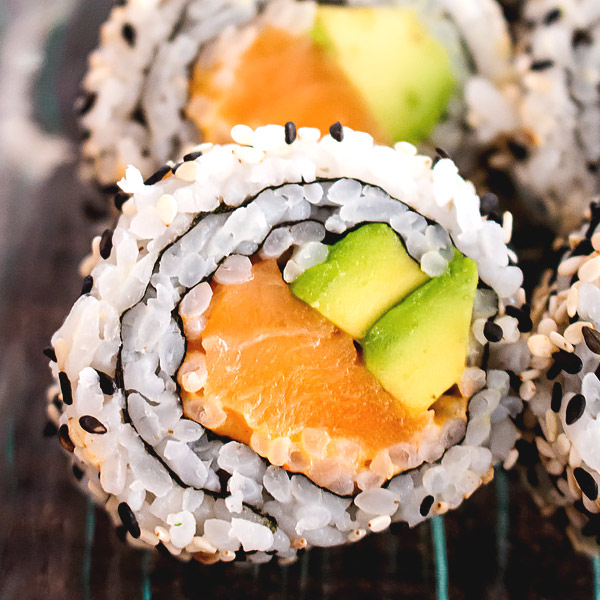 raw salmon sushi roll