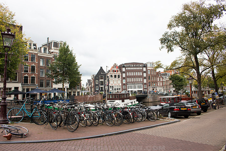cycle parking in amsterdam